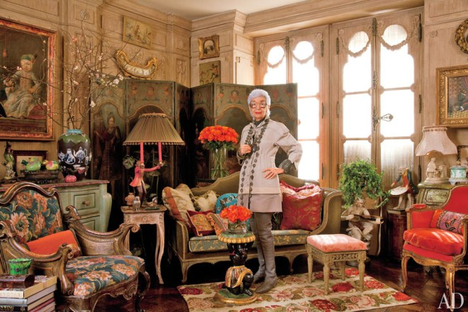dam-images-celebrity-homes-iris-apfel-iris-apfel-apartment-01-portrait