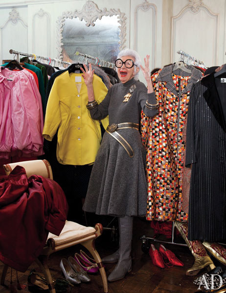 dam-images-celebrity-homes-iris-apfel-iris-apfel-apartment-09-closet